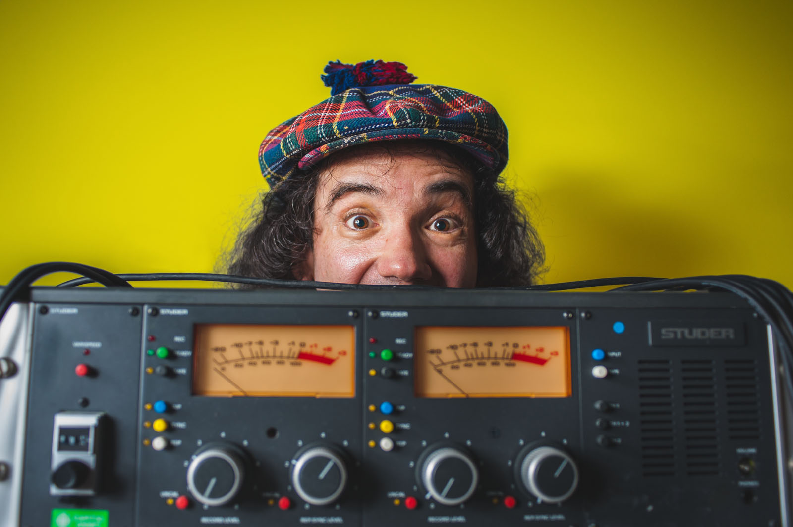 Nardwuar gives advice to students